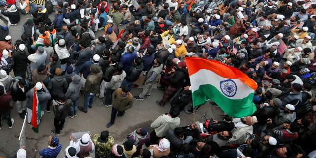 Contre la mobilisation, l'Inde interdit des manifestations et suspend les réseaux mobiles dans la capitale