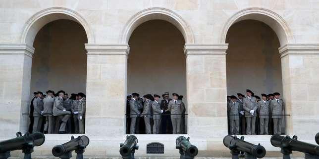 Treize cercueils drapés de bleu-blanc-rouge… hommage national pour les soldats français morts au Mali