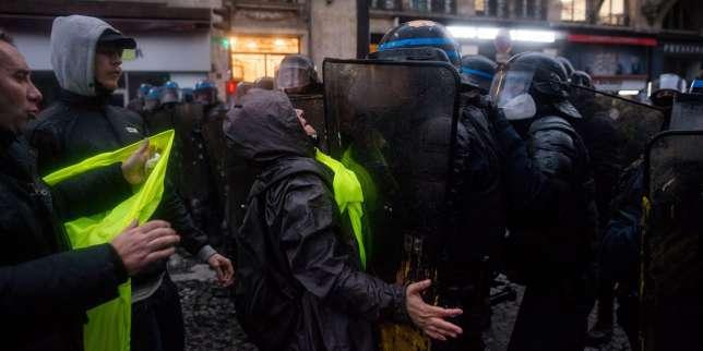 Violences policières: l'exécutif contraint de répondre à la montée des polémiques