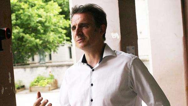 """Rentrée scolaire : le maire EELV de Grenoble favorable à la """"gratuité et la fourniture"""" de """"masques recyclables"""""""