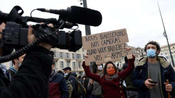 """Mobilisation contre la loi """"sécurité globale"""" : des dizaines de milliers de manifestants en France, des affrontements à Paris"""