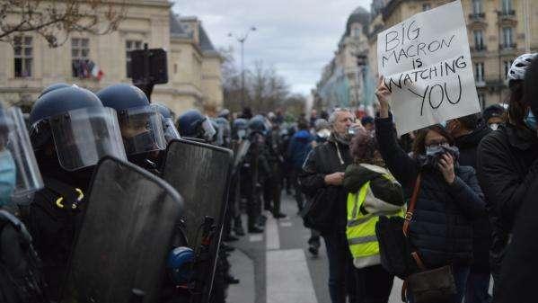 """Stratégie des forces de l'ordre à Paris : """"C'est efficace d'un point de vue technique mais d'un point de vue politique, je suis assez inquiet"""" (sociologue)"""