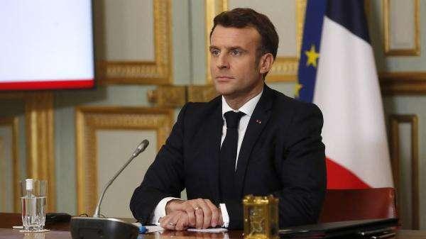 YouTube : Emmanuel Macron adresse un défi à un duo de youtubeurs pour toucher les jeunes