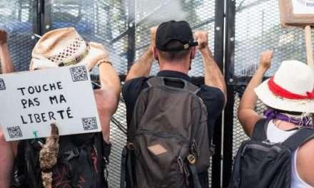 En parvenant à mobiliser le week-end du 15août, le mouvement contre le passe sanitaire s'inscrit dans la durée