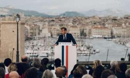 Marseille: Emmanuel Macron détaille le plan d'aide de l'Etat, d'environ un milliard et demi d'euros